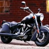"A norte-americana Indian apresenta hoje (13/02) a versão 2016 do modelo Indian Chief Dark Horse. O lançamento acontece no Progressive International Motorcycle Show, em Chicago, EUA. O motor do lançamento tem dois cilindros em ""V"" com 1.811 cm³, o mesmo utilizado na linha Chief da marca."